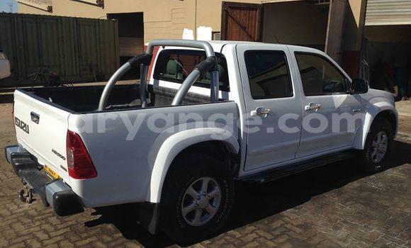 Buy Used Isuzu D–MAX White Car in Windhoek in Namibia