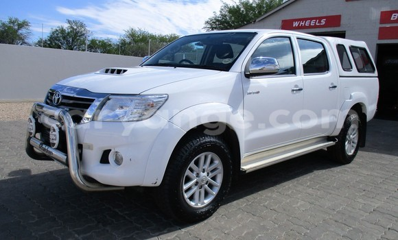 Buy Used Toyota Hilux White Car in Okahandja in Namibia