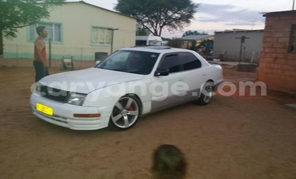 Buy Used Lexus ES 300 White Car in Windhoek in Namibia