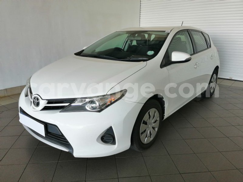 Big with watermark 2013 toyota auris 4