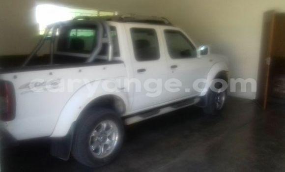 Buy Used Nissan Xterra White Car in Windhoek in Namibia