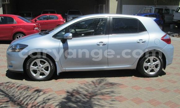 Buy Used Toyota Auris Blue Car in Windhoek in Namibia