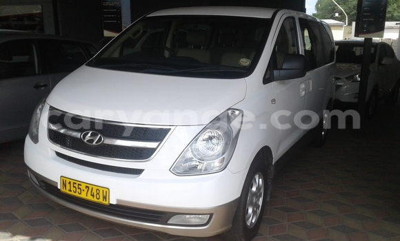 Buy Used Hyundai H1 White Car in Windhoek in Namibia