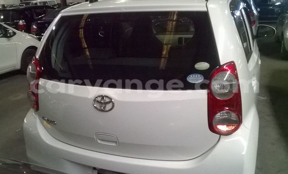 Buy Used Toyota Vitz White Car in Walvis Bay in Namibia