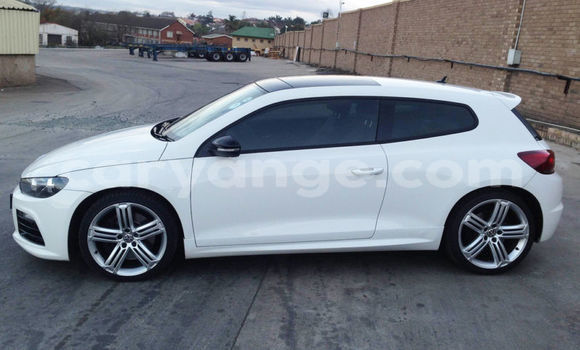 Buy Used Volkswagen Golf White Car in Swakopmund in Namibia