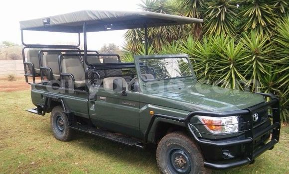 Buy Used Toyota Land Cruiser Green Car in Walvis Bay in Namibia