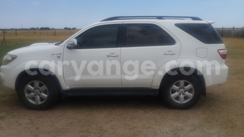 Big with watermark toyota fortuner