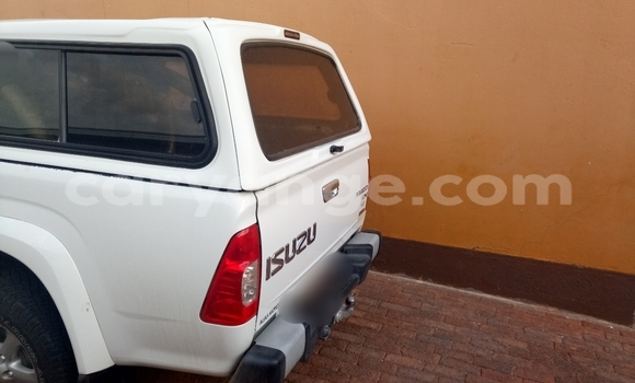Buy Used Isuzu D-MAX White Car in Windhoek in Namibia