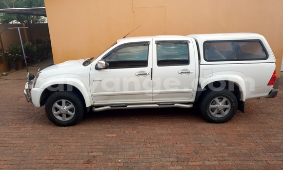 Buy Used Isuzu D–MAX White Car in Windhoek in Namibia