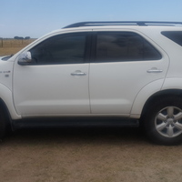 Medium toyota fortuner